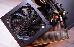 Componentes individuais de um computador pessoal Fonte de alimentação do computador pessoal imagem de stock royalty free