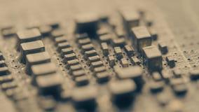 Componentes soldados de la placa de circuito del ordenador, vídeo macro almacen de video
