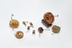 Componenti elettroniche: induttori con il centro di toroide ed ad alta frequenza Immagini Stock Libere da Diritti