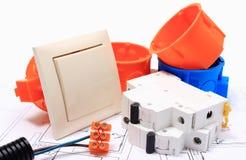 Componenti per le installazioni ed i diagrammi elettrici Fotografie Stock Libere da Diritti