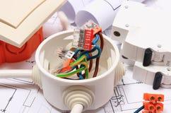 Componenti per le installazioni ed i diagrammi elettrici della costruzione Immagini Stock Libere da Diritti