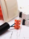 Componenti per le installazioni ed i diagrammi elettrici della costruzione Fotografie Stock Libere da Diritti