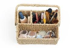 Componga el kit, los cosméticos, los cepillos y la fundación Imagen de archivo