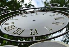 Componga gli orologi di parete d'annata, quadrante del primo piano con i numeri romani Immagini Stock