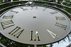 Componga gli orologi di parete d'annata, quadrante del primo piano con i numeri romani Immagine Stock Libera da Diritti
