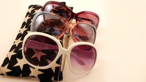 Componga la borsa e gli occhiali da sole Fotografia Stock Libera da Diritti