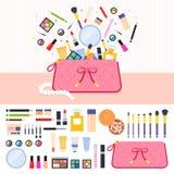 Componga la borsa in pieno dei cosmetici Fotografia Stock