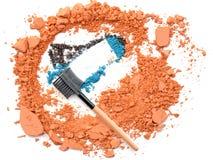 Componga la sombra de ojos azul del cepillo en polvo anaranjado Imagenes de archivo