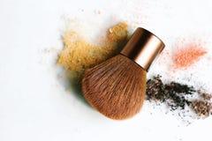 Componga la spazzola con la polvere dei cosmetici immagini stock