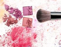 Componga la spazzola su colore schiacciato della polvere per comporre fotografia stock
