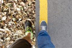 Composé de deux images de la perspective personnelle des jambes un Photographie stock libre de droits