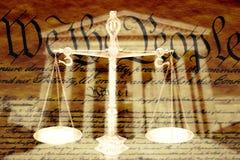 Composé de Digital : Bâtiment de court suprême, les échelles de la justice et l'U S constitution Photos libres de droits
