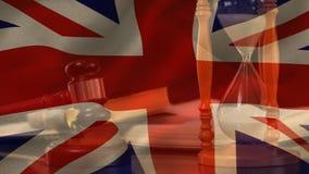 Composé de Digital de drapeau grunge et de marteau du Royaume-Uni banque de vidéos
