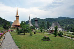 Composé en bois orthodoxe de monastère de Barsana Photographie stock