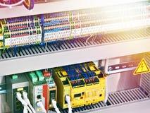 Composants électroniques et électriques image stock