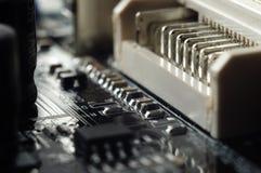 Composants électroniques sur le panneau de circuit imprimé Photographie stock libre de droits