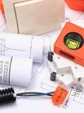 Composants pour les installations et les diagrammes électriques de construction Image libre de droits