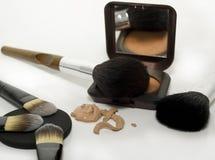 Composez la poudre, la base et les balais Photographie stock libre de droits