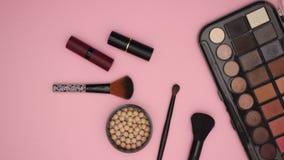Composez les produits de beauté de cosmétiques - arrêtez l'animation de mouvement clips vidéos