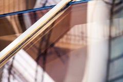 Composição abstrata com os detalhes do vidro e da arquitetura refletidos e distorcidos Foto de Stock Royalty Free