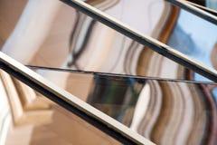 Composição abstrata com os detalhes do vidro e da arquitetura refletidos e distorcidos Imagens de Stock