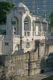 Composição arquitetónica no banco do rio Wien em Stadtpark, Viena, Áustria Fotos de Stock