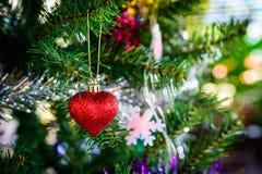 Composição brilhante do Natal com coração vermelho Fotografia de Stock Royalty Free