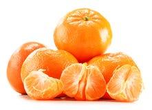 Composição com as tangerinas isoladas no fundo branco Imagem de Stock Royalty Free