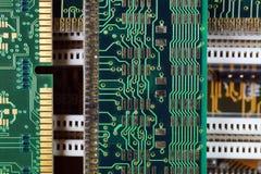 Composição com componentes eletrônicos Cartão-matriz do computador e de memória de RAM módulos foto de stock