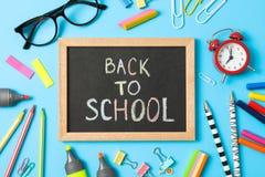 Composição com fontes de escola e inscrição de volta à escola foto de stock royalty free