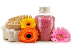Composição com a garrafa do sal de banho e dos outros produtos Imagens de Stock