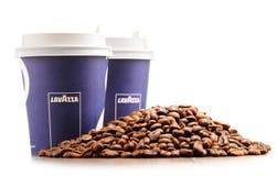 Composição com o copo do café e dos feijões de Lavazza Imagem de Stock Royalty Free