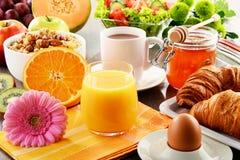 Composição com o pequeno almoço na tabela Dieta de Balnced Imagem de Stock Royalty Free