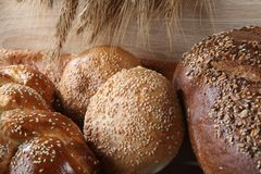 Composição com os nacos de pão e de rolos foto de stock