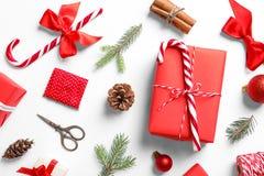 Composição com os presentes do Natal no fundo branco Fotografia de Stock