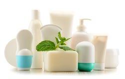 Composição com os recipientes de produtos do cuidado e de beleza do corpo Fotos de Stock