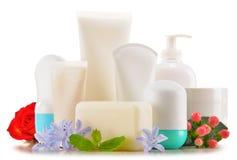 Composição com os recipientes de produtos do cuidado e de beleza do corpo Foto de Stock