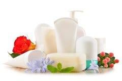 Composição com os recipientes de produtos do cuidado e de beleza do corpo Imagem de Stock Royalty Free
