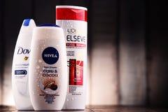 Composição com os recipientes de tipos globais dos cosméticos Imagem de Stock Royalty Free