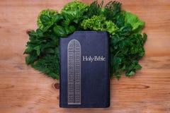 Composição com salada e Bíblia Fotos de Stock Royalty Free