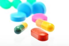 Composição com variedade de comprimidos da droga Imagens de Stock