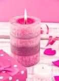 Composição com vela, caixa de presente e corações Imagem de Stock