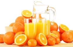 Composição com vidros do suco de laranja e dos frutos Fotos de Stock Royalty Free
