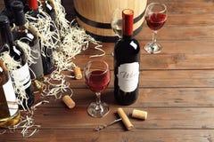 Composição com vinho tinto delicioso imagem de stock
