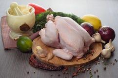 Composição crua fresca da galinha no fundo de madeira Foto de Stock Royalty Free