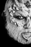 Composição da arte Homem com a barba da pele e do cinza do dragão, meia cara fotos de stock