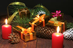 Composição da celebração Velas do Natal e caixas de presente Imagens de Stock Royalty Free