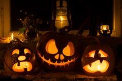 Composição da foto de três abóboras em Dia das Bruxas Grito, Jack Fotografia de Stock