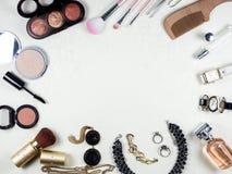 Composição da mulher, beleza e fontes dos cuidados com a pele com Fotos de Stock