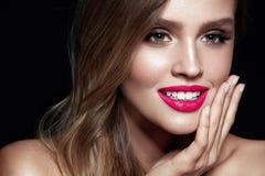 Composição da mulher da beleza Retrato da cara fêmea bonita fotos de stock royalty free